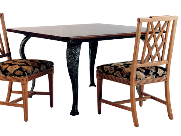 100038 DRS – DINING TABLE