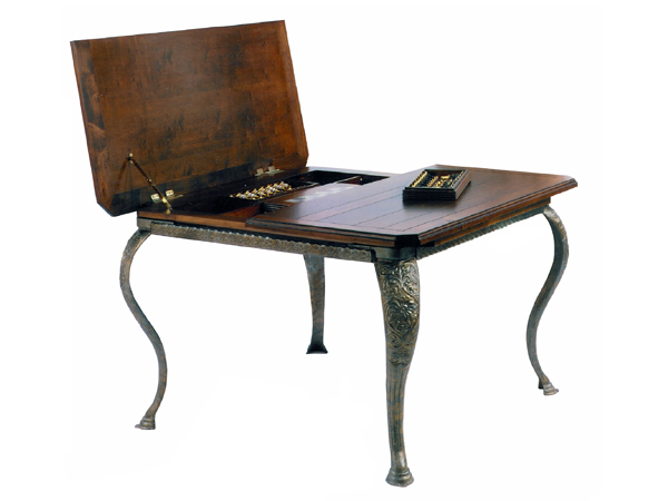 100038 DRS GAME – DINING TABLE