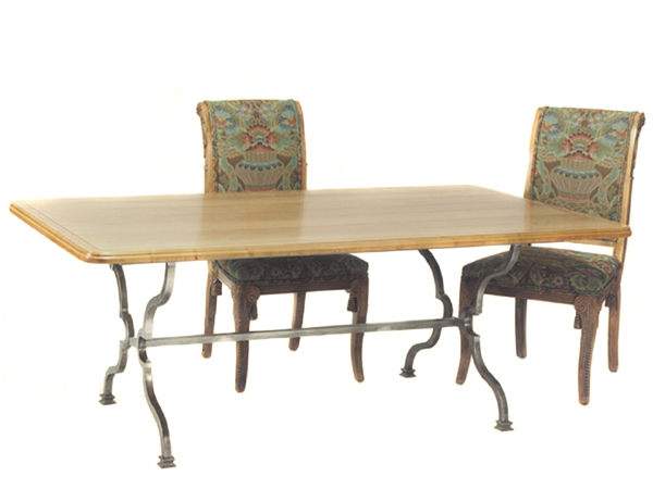 100049 DRA TRESTLE – DINING TABLE